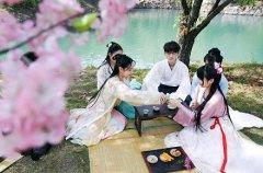 三月三可以穿汉服吗?农历三月三是什么传统节日?